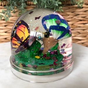 • Snowglobe 2 Butterflies with Glitter •
